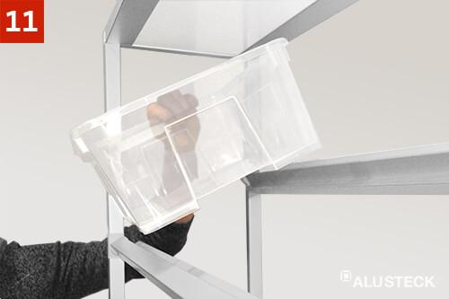 Schritt 11: Regal bestücken durch einsetzen der Allzweckboxen und Behälter