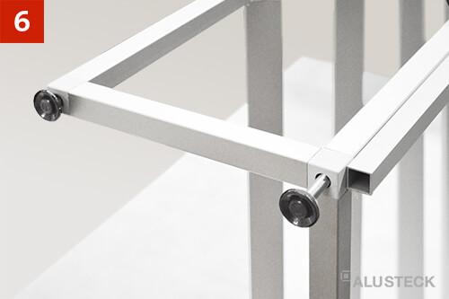 Schritt 6: Ansicht Stellfüße beim Regal selber bauen einschrauben