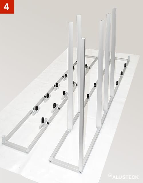 Schritt 4: Zwischenstreben in die Regalkonstruktion einsetzen
