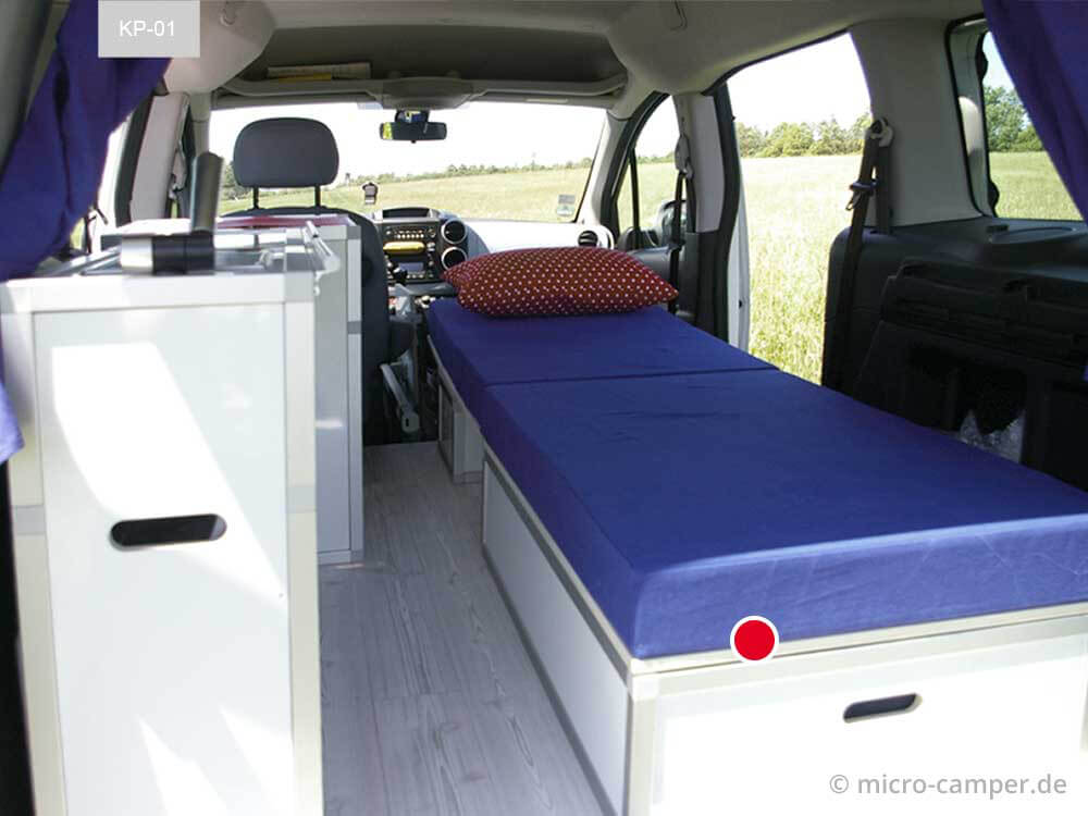 Bettmodul fertig eingebaut im Minicamper Innenraum